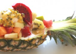 Fresh-fruit-salad-boat-pineapple2
